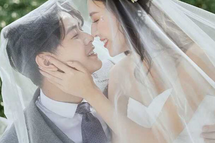 婚纱摄影是一个婚礼的点睛之笔,选择一个好的婚纱摄影店非常的有必要。现在的人们选择婚纱摄影讲究性价比高,但是很多新人都是第一次结婚,可能不太了解哪家的婚纱摄影店好,比如说维纳斯婚纱摄影怎么样?为了解决这个问题,下面我们来好好了解一下吧!