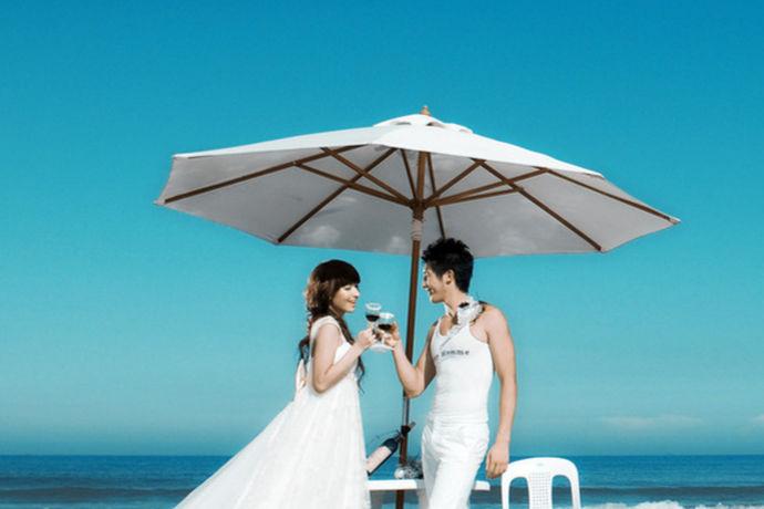 每对新人都想要属于自己特点的婚纱照片,把那珍贵的记忆留下来。那么在拍婚纱照之前,所有人都非常的疑问,比如:哪家婚纱照好,婚纱照有那些风格等。