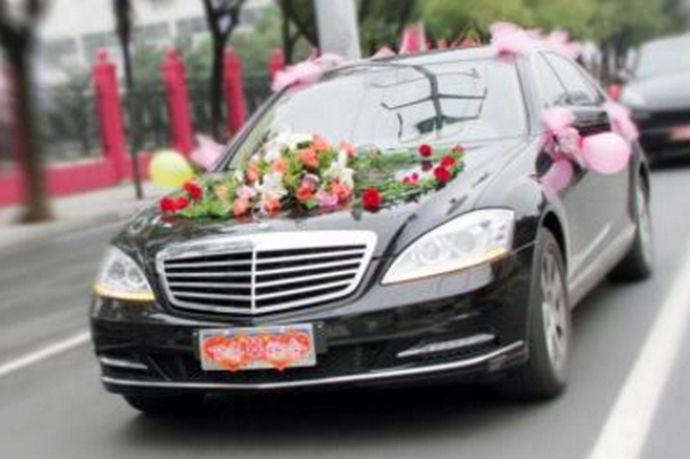 在结婚的时候都有这样的场景,我们每次看到的迎亲队伍都会有很多迎亲车,而这些车一般都是双数,而且都会经过一些装饰,那么关于结婚时婚车需要多少辆这个问题,今天我们来讨论一下,婚车车队多少个比较合适?
