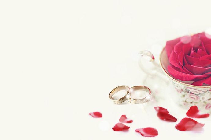 随着法律法规的日益完善,我国对女性的结婚年龄有了明确的要求和规定。《婚姻法》第六条规定,女性的法定结婚年龄为20周岁。