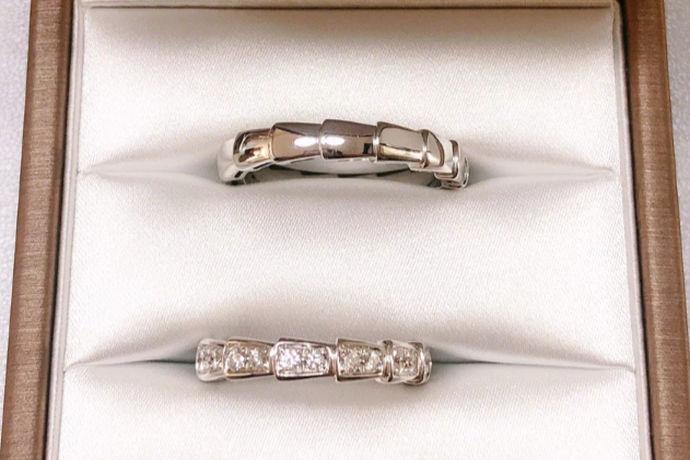 众所周知,戒指是一种特殊的装饰品,不仅为伴侣见证爱情,而且也可以更好的装饰手指,修改手形。虽然它只是一个小小的戒指首饰,但它承载着几千年来恋人的浪漫和爱。在古代,戒指可以是玉或纯金属做的。今天,戒指有一个金属和宝石的组合,钻石戒指。当然,除了钻戒,对戒也很受欢迎。那么,你知道对戒和钻石戒指的区别吗?小编来带你去了解它吧!