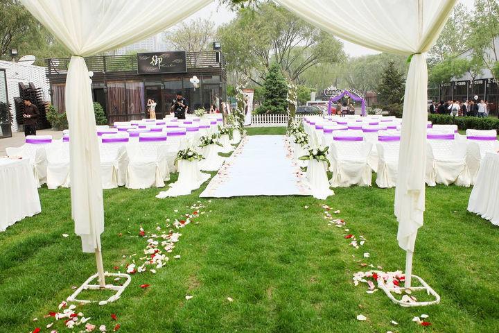 成都哪些婚庆公司提供草坪婚礼