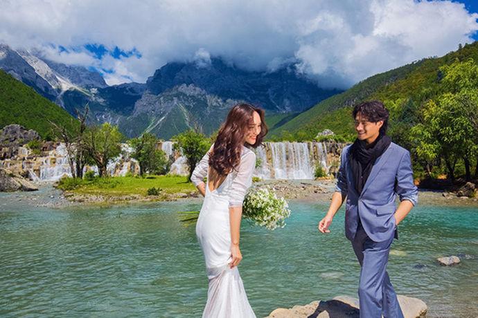 证婚人是一场婚礼中必不可少的一个角色,他承担的任务是为男女双方做结婚证明。对于现在的年轻人来说,如何选证婚人可能是一个难题。是找领导?老师?还是家族中的长辈呢?别急,接下来就让我们一起来了解,在婚礼中,证婚人找谁。