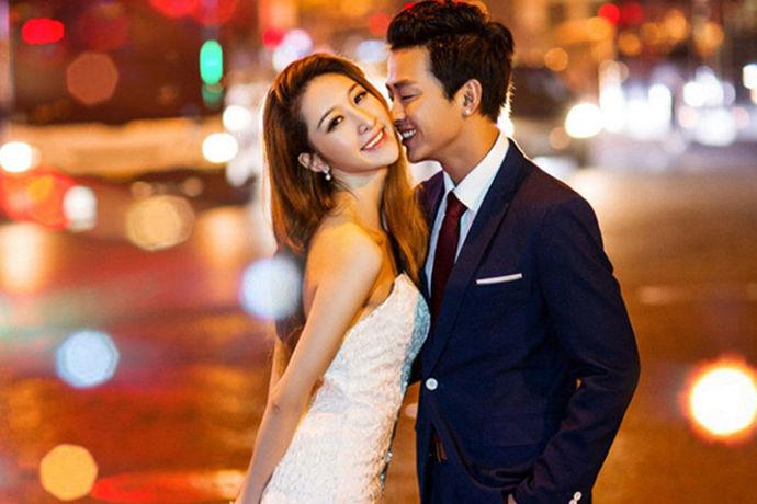 日常生活工作中随处可见男生穿西服的,休闲的比较多,在婚礼当中,新郎一定会穿上正式的西服,那么对于新郎官来说,婚礼当天婚礼西服什么颜色好呢?然后在婚礼西服的挑选上又有哪些讲究?要和新娘子搭配吗?