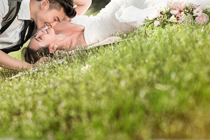 现如今,每个人拍的婚纱照都是十分漂亮。所以,现在大多数新人都会在自己的朋友圈发表一些配婚纱照的唯美句子!那么怎么发才能有逼格呢?
