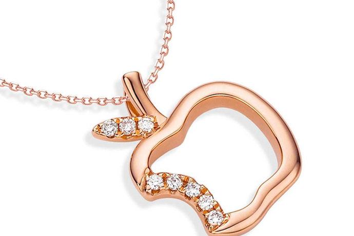 很多人在购买钻石首饰的时候,总是担心会买到假钻石首饰,而且市面上品牌越来越多,比如最近火的钻石小鸟,大家都很想知道它家有假货吗?下面小编教你几招。