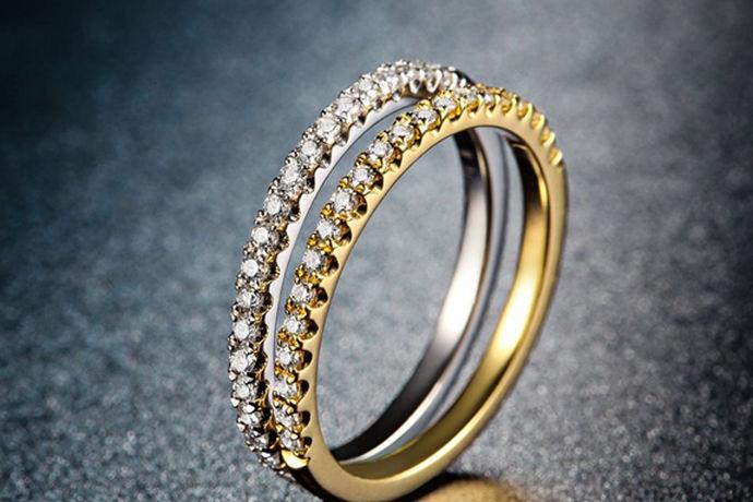在中国,每年都有数以百计的珠宝品牌抢占市场的先机,钻石世家就是其中之一。那么,钻石世家的钻戒怎么样呢?今天就由中国婚博会小编带你分析一下。