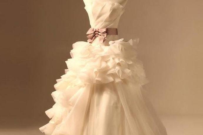 在人生中最重要的时刻,成为准新娘的她们当然要穿上适合自己的最完美的最漂亮的婚纱,向大家展现你的幸福,那么你们什么样的婚纱是最漂亮的婚纱吗?今天就让我给大家介绍一下吧!