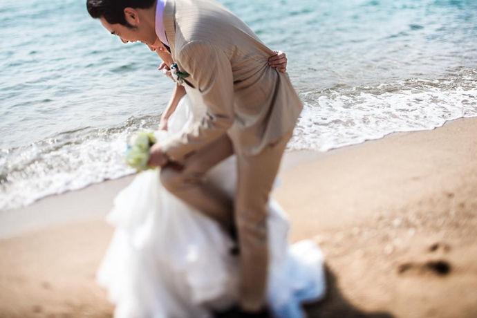 新人结婚都想要拍最美的婚纱照,很多人都选择去三亚拍摄婚纱照,去三亚拍婚纱照是可以的,挺浪漫的,那么今天就让中国婚博会小编来告诉大家三亚婚纱摄影怎么样吧。