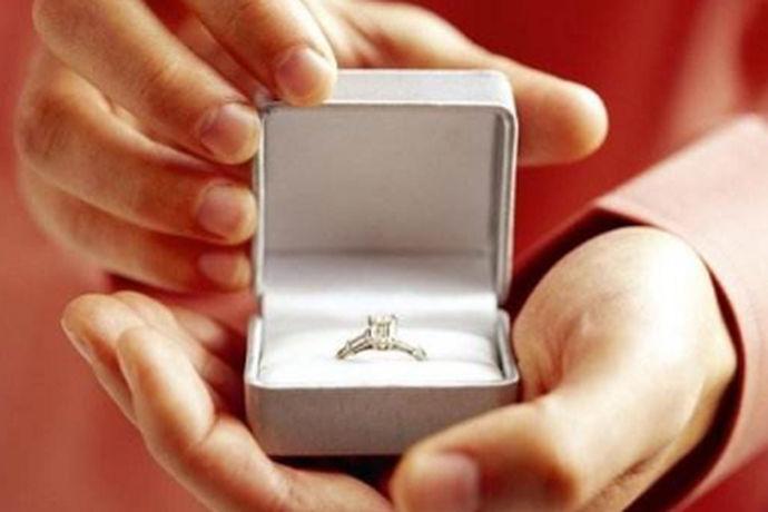 结婚戒指是两个人爱的象征,也是两颗星依偎在一起的象征,也是一种契约的象征,那么,结婚戒指丢了意味着什么呢?接下来,小编将为大家详述这个问题。