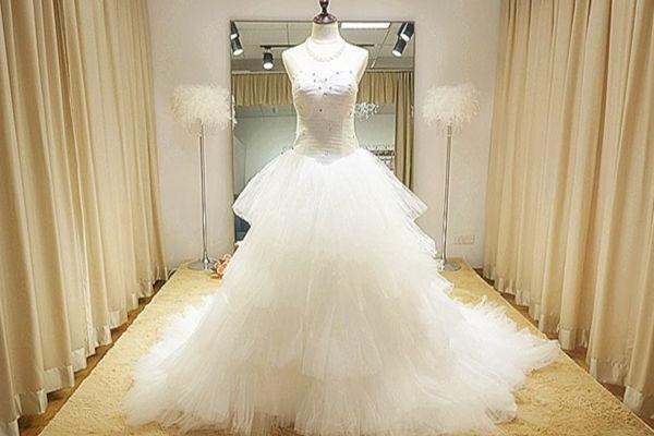 结婚用的婚纱