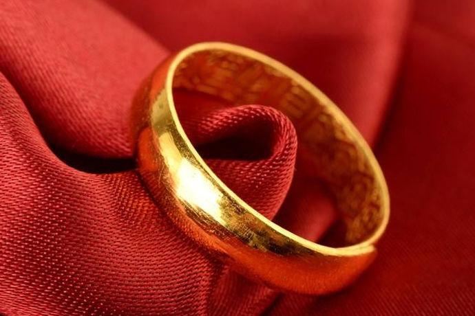 戒指有多种材料,其中金戒指具有很好的收藏价值,也是众多人选择的一员。那么,金戒指每克多少钱?我们一起来看看吧!