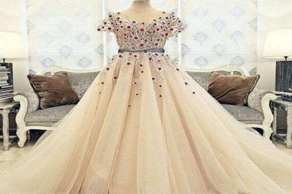 婚纱一套多少钱