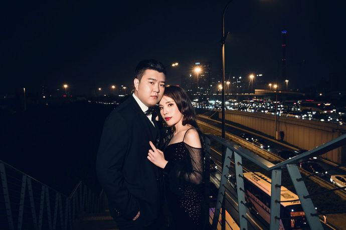 婚纱照是新人们最好的结婚礼物。有些新人在选择拍婚纱照时,由于时间太紧需要婚纱照的加急,这样才能在婚礼当天有婚纱照的装饰,那么婚纱照加急需要多少钱呢?