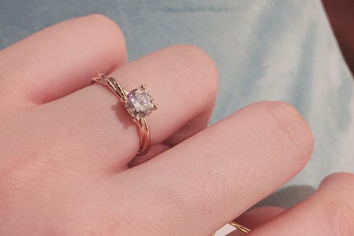 对于女孩来说,他们都希望拥有一枚的钻戒,但并非所有女孩都能实现这一梦想。毕竟,一颗克拉钻石戒指是非常昂贵的,那么,一颗克拉钻石戒指多少钱?真的这么贵吗?接下来婚博会小编为您简单介绍以下。