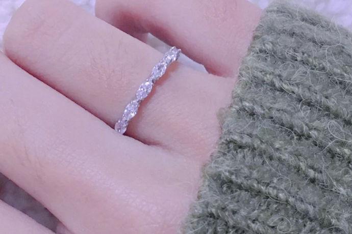 钻戒上面的钻石其实并不是很牢固的,如果在佩戴和保养上面不注意的话是很容易出现掉钻的情况的,下面小编给大家说一下戒指上的钻掉了的解决方法。