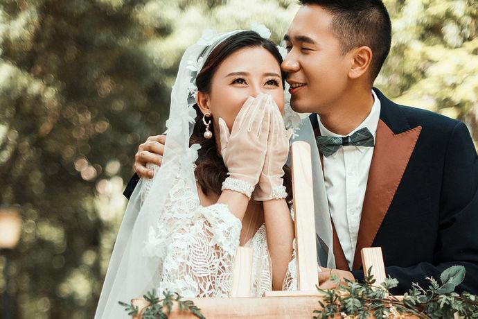 在我们的现代生活中,似乎很多人都不想早点结婚,所以年长的单身男女的人数非常多。也许很多朋友在结婚前都会想到一个问题:他们为什么要结婚,结婚的目的是什么?当人们的生活压力越来越大时,许多人的快乐就会减少。因此,在这些人眼中,婚姻并不能增进他们的幸福。相反,许多人婚后会变得非常紧张。这个问题是很多男女选择单身的原因。但是也有很多人非常渴望结婚,那么在什么年龄结婚对男人来说是合适的?