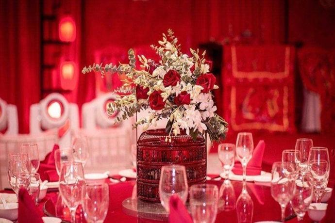 大家都知道,婚礼差不多对于每个人来说都是十分重要的一个时刻,人们在自己的婚礼来临之际都会十分用心的精心策划筹备自己的婚礼,都希望自己的婚礼能够圆满的完成,自己能充分的在婚礼当天感受到幸福和快乐。然而男女结婚一般都会摆酒来以示庆祝,邀请双方的好友大家一起聚一聚,那结婚的摆酒流程相信大家都是想了解得更加详细的。那结婚摆酒流程到底是什么样子的呢?中国婚博会小编也做了相关了解,希望可以对大家有所帮助哦!