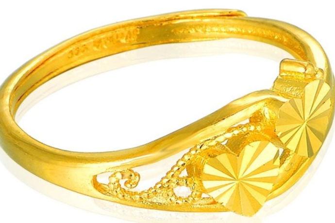 一枚黄金戒指的价格跟黄金的重量有关,如果能够得到一枚黄金戒指的大概重量,那么就能够预估出一枚黄金戒指的大概价格。那么一枚女士黄金戒指一般多少克?