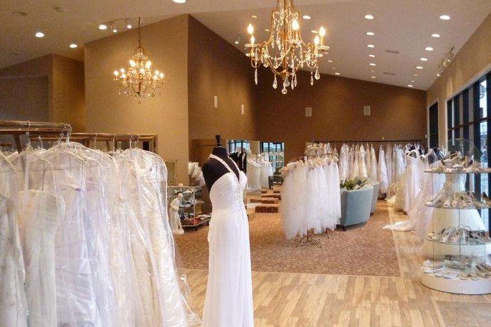婚纱照是每对新人在结婚之前必须拍摄的照片,它是新人最美好的纪念品,每个人都想把婚纱照拍的美美的,但是对于很多人来说,他们不知道应该怎样去选择拍婚纱照的店。我没想要拍出美美的婚纱照,就应该选择一个合适的婚纱摄影店。下面就和小编一起来看一看如何选择婚纱照店?