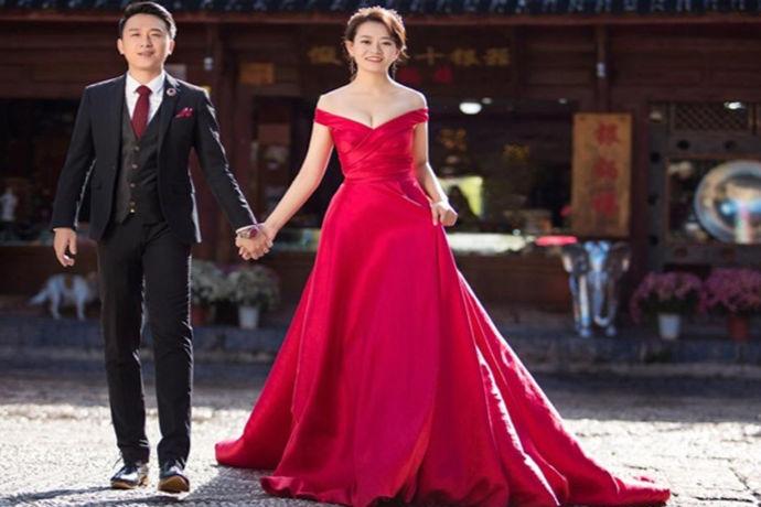 人生需要仪式感,对于女生来说,大多数女生都是喜欢浪漫的。而在结婚的时候或者是求婚的时候,拍婚纱照就是一个十分有仪式感和浪漫的表现。现在的新人都非常喜欢拍婚纱照,而且对于婚纱照拍摄的要求也是非常的高,选择适合自己拍婚纱照的地方,那就需要自己去好好的选择,哪里拍婚纱照好一点,大家知道么?