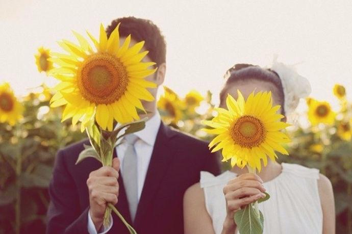 说到三亚,一般人首先想到的是海滩,阳光,椰子,美丽的风景令人神往。而对于新婚夫妇而言,三亚则是理想的婚纱照拍摄场地,拍婚纱照婚纱肯定是必不可少的,那么三亚婚纱怎么样呢?