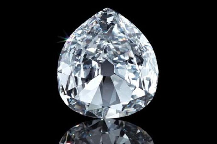 钻石目前在首饰中广泛应用是很多人心驰神往的首饰品之一,随着钻石越来越受到人们的欢迎,钻石首饰的款式也更加的丰富多样,同时也就更加令人的爱不释手。那么一克拉钻石多少分呢?下面,小编为大家简单的介绍一下。