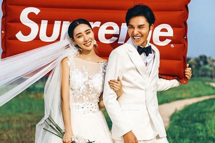 婚纱照是众多准新人筹婚的第一步,拍摄一套漂亮浪漫的婚纱照也是所有准新娘所期盼的。但现如今婚纱摄影行业发展迅速,婚纱摄影商家遍地开花,在选择的时候不知如何是好。那么,在三亚婚纱摄影哪家好呢?下面小编就为大家推荐一些三亚做的还不错的婚纱摄影商家以供参考。