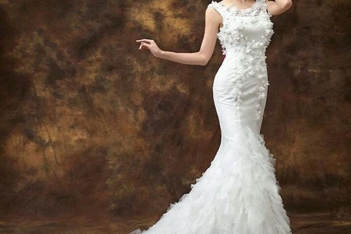 结婚准备婚纱礼服是新人必然要提前准备好的婚礼用品,而且新娘们都想拥有一个属于自己的婚纱,有一天穿上属于自己的婚纱的梦想,但是对于新娘而言,结婚有必要买婚纱吗?是买婚纱好还是不买婚纱呢?下面就跟随小编一起来说一说结婚有必要买婚纱的解答吧。