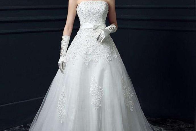 肩宽往往伴随着胳膊粗,肩宽,在选择婚纱的时候费劲脑子,那么肩宽的女生穿什么样的婚纱呢?肩宽胳膊粗,穿什么样的婚纱美丽,那下面就跟随小编一起来了解一下吧。