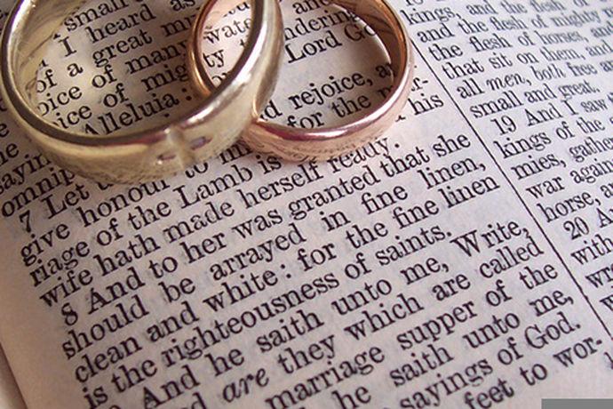 我国婚姻法规定,结婚证是婚姻登记管理机关签发的证明婚姻关系有效成立的法律文书,也是证明形成夫妻关系的有效凭证之一。因为结婚证会牵扯到继承权、离婚时财产分割、小孩抚养等问题,结婚证的遗失或损毁,对于日后办理涉及婚姻的事就会举步维艰,因此补办结婚证是非常有必要和相当重要的。补办结婚证需要什么?