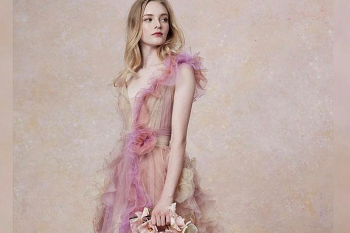 每一位新娘都想拥有一套美丽的婚纱,每个人的想法和选择都有所不同,有些新娘选择租婚纱,有些勒可能会选择购买婚纱,婚纱是租是买,全靠自己一个人的决定,那么租婚纱的地方有哪些。