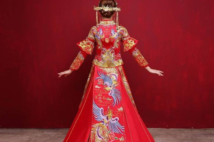 拍婚纱照对于每一个人来说都是非常重要的,有的新人为了拍婚纱照,需要提前准备非常多的东西。拍婚纱照的过程也是非常复杂的,但是我们可以将拍婚纱照看成一种甜蜜的负担。马上就到七夕节了,小编身边的一个朋友,也开始准备去拍婚纱照了。接下来,中国婚博会小编就给大家说一下有关拍婚纱照一般几套衣服的问题。