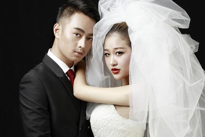 再唯美的照片,没有好评也是没有话语权的。不论新人自己在拍完婚纱照后,还是朋友在看到新人发的婚纱成品后,都需要给婚纱照一些评价。那么婚纱摄影好评怎么写呢?