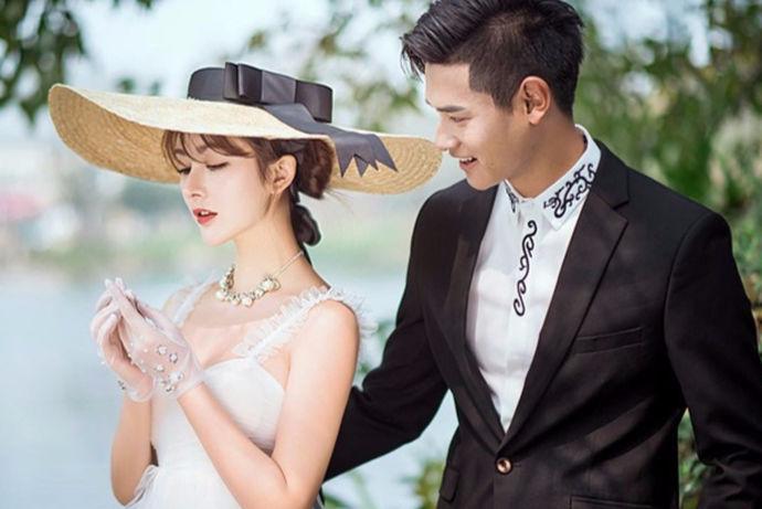 我们都知道新人在结婚之前都是要去拍摄婚纱照的。所以婚庆公司与婚纱摄影公司近年来十分受到人们的欢迎。那么对于婚纱摄影行业来说,婚纱摄影是什么专业呢?今天小编就带您来了解一下。