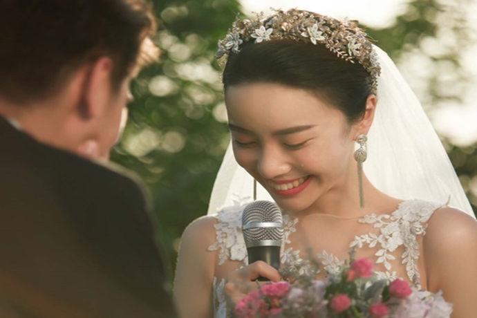拍摄婚纱照大概是每一个女孩子的梦想,婚纱照不仅可以帮助我们定格美丽的瞬间,还可以帮我们回忆当时甜蜜的情景。婚纱照要想拍得好一些就得找一些靠谱的婚纱照摄影店,那么北京婚纱照哪里好?