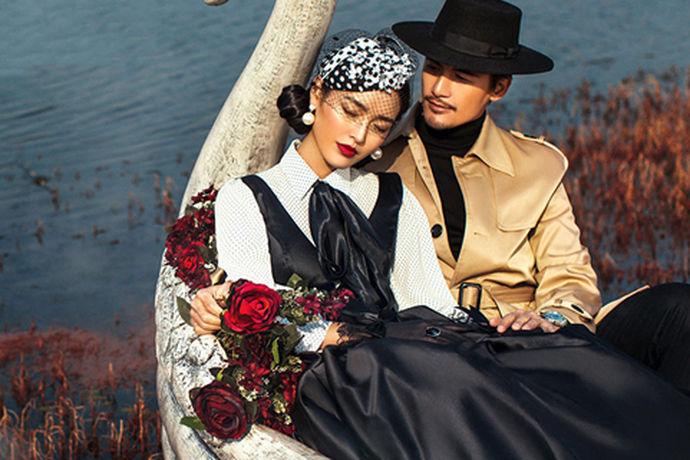 婚纱照除了原始的纸质相片,现在还兴起了电子版的婚纱照相册。电子版婚纱照相册不仅美观而且节约,所以婚纱照电子相册也非常受大家喜欢的。那么婚纱照电子相册怎么做小编给大家介绍一下。