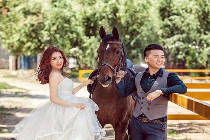 一套美美的婚纱照是很多新人的选择,但是拍摄婚纱照是很讲究拍摄的景点以及拍摄的技术的。那么,哪家婚纱照摄影好点呢?下面小编为大家,献上一些较高好评的婚纱摄影店商家。