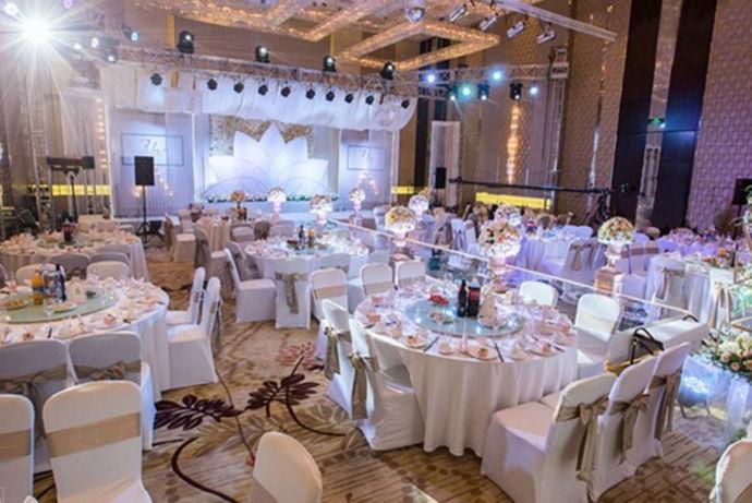 每个女孩都幻想过自己的婚礼,结婚这么重要的事情,怎么能不隆重的举办呢?那么,北京适合办婚礼的酒店有哪些呢?下面跟着小编一起来看看吧!