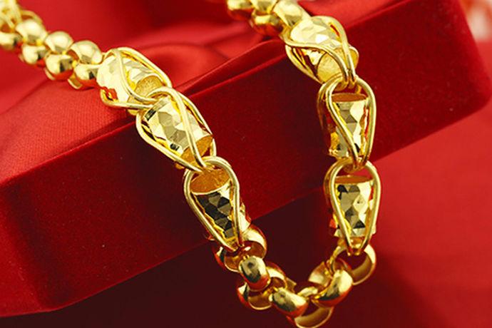 黄金的价格并不是一成不变的,它是可以作为一种储值货币作为流通的。因此,黄金的价格会根据国际经济的变化而变化,足金自然也是如此。足金作为黄金的一种,它的价格也是根据黄金的价格来进行调度的。所以,足金手链多少钱一克,它的影响因素有非常多。想要知道足金手链多少钱一克,就必须知道黄金的国际价格、国际经济发展、其他原因例如外界干预等等。这些可能都会导致足金手链的价格有所增加或减少。
