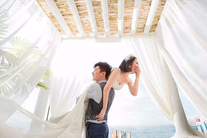 拍婚纱照是一个繁琐的事情,所以许多人在选择婚纱拍摄的影楼时会不知所措,因为是第一次拍摄,对于拍婚纱也不是很懂,所以就会一而再再而三的纠结。那么,下面就跟着小编来看看拍婚纱在哪儿拍比较好。