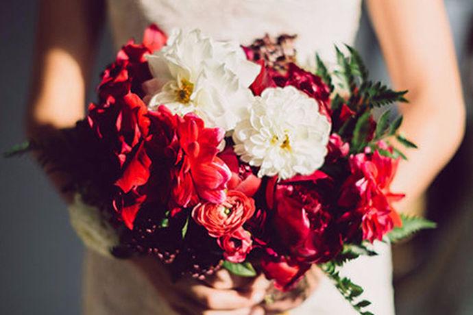 在婚礼上每个新娘都希望自己能够穿上美美的婚纱,把自己打扮的漂漂亮亮的,与自己最爱的男人举行结婚典礼。然而,现在大多数都选择婚纱租赁,因为考虑到婚纱只穿一次,租的话可以节约一些费用。下面小编为大家分享一下北京婚纱租赁哪家好?以及婚纱租赁需要注意什么?希望可以帮助到你!