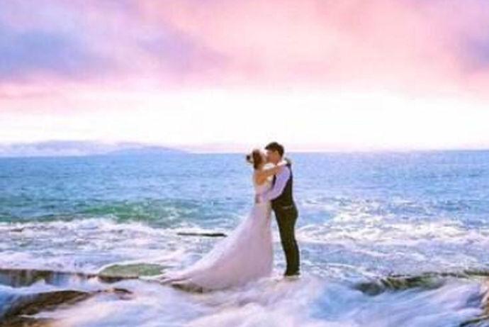 哪一个品牌适合婚礼摄影?铂爵婚纱摄影怎么样?对于即将拍摄婚纱照的新人来说,选择婚纱照无疑是最头疼的事。面对人生中最重要的结婚纪念照,我们无论如何都要拍漂亮的照片。在选择婚纱摄影之前,许多小伙伴会询问那些在婚纱摄影方面表现出色的人,或者搜索各种在线搜索,看看微博上的评论如何评价每一张婚纱摄影。接下来,小编也来推荐一些更好的婚纱照,希望能帮你尽快拍婚纱照。