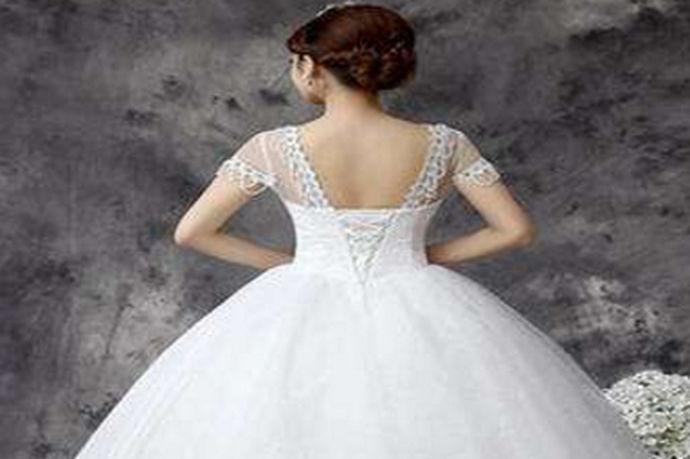 我们都知道在生活中每个人都是非常的爱美的,因为爱美之心人皆有之,但是由于自己的体质或是体型不一样,对于穿的衣服来说,也会有不同的区间。今天中国婚博会小编就为大家带来胖人适合的婚纱。
