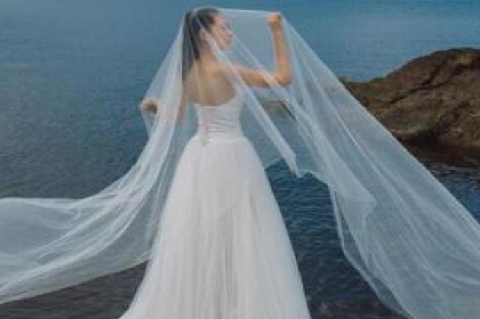 我们都知道,对于我们每个人来说,婚姻都是非常重要的事情,因此在结婚之前,每个人都会去拍婚纱。对于拍婚纱来说,每个人选择的风格和信念也不一样,既然如此,今天中国婚博会小编就带大家一起来了解一下拍婚纱要多少钱。