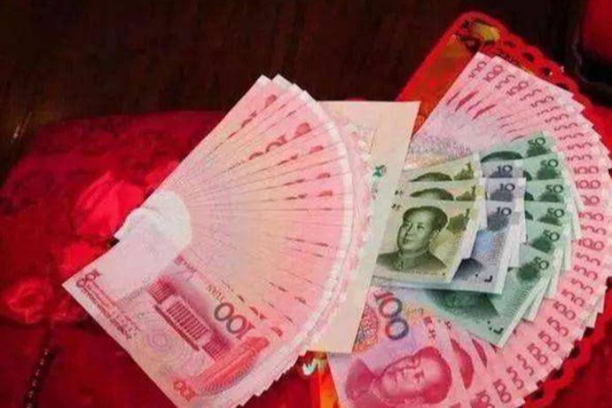 彩礼钱一般来说就是指在结婚前男方家长给女方家庭,用作迎娶女方的聘礼或者礼金。送彩礼的习俗始于中国古代,是旧时婚礼程序之一。一般来说,彩礼钱给到了女方之后就应该是属于女方的,女生有权支配彩礼钱,决定如何使用。但是也有很多女生会将彩礼钱用作婚礼所需或者是婚后日常使用,那么彩礼钱怎么用呢,以下小编就来给大家解答。
