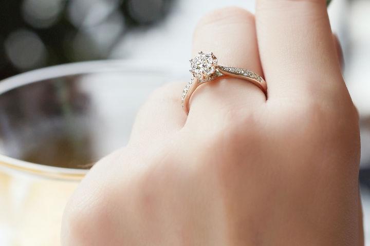 订婚戒和结婚戒的区别
