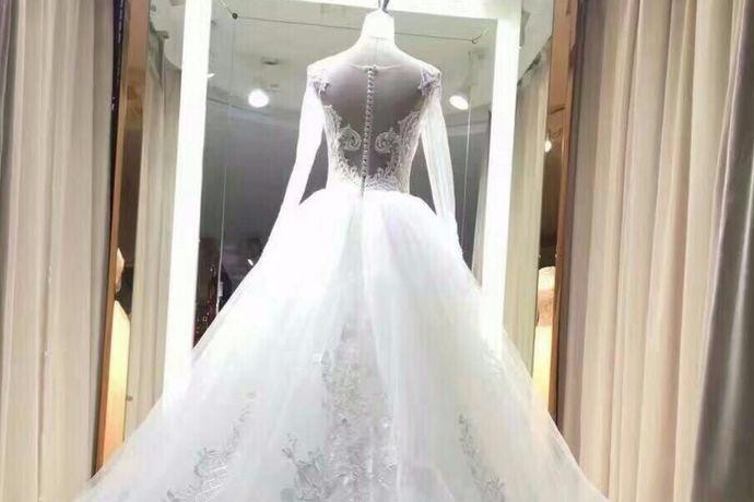 能够与心爱的人拍摄一组婚纱照是十分浪漫的事情,只不过拍摄婚纱照不是心血来潮就能完成的,而是需要你好好准备,并且精心挑选一番。从婚纱摄影机构到婚纱风格的挑选,再到拍摄地的挑选,都需要你们一同完成。在这里我们来看看上海婚纱摄影的排名吧。