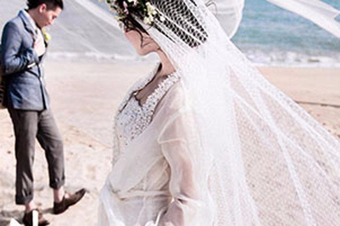 婚礼是一件大事。准备一个婚房,预订一个酒店,拍婚纱照,有一系列的事情需要新人花费金钱,精力和精力。在拍摄婚纱照时,女孩比男孩花费更多的精力。毕竟,在新娘的眼里,婚纱照是以新娘最美为原则的。那么,和杭州金夫人拍婚纱照怎么样?
