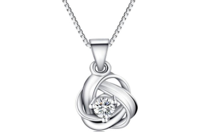 很多朋友喜欢银饰品,喜欢银项链,所以在买首饰的时候,要特别注意纯银项链的价格和款式,所以今天和朋友们谈论银项链一般多少钱?